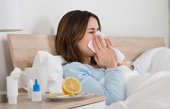 Debes aprender a diferenciar entre el COVID-19 y un resfriado común. Foto: Shutterstock