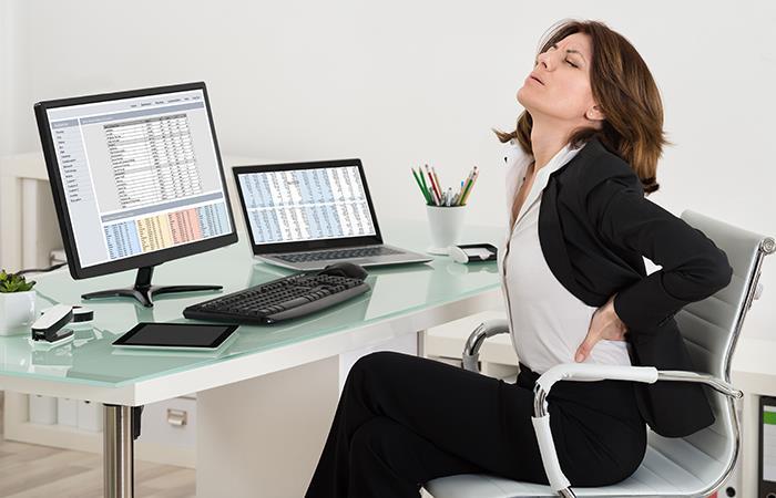 ¡Cuida tu postura frente al computador!. Foto: Shutterstock