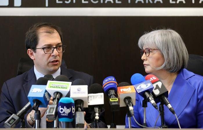 El Fiscal General de la Nación, Francisco Barbosa (i), y la presidenta de la JEP, Patricia Linares (d). (). Foto: EFE