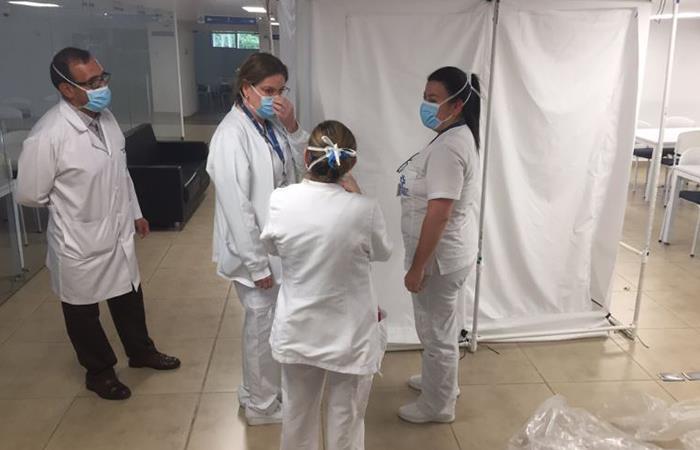 Cabinas de desinfección para médicos y enfermeras. Foto: Twitter