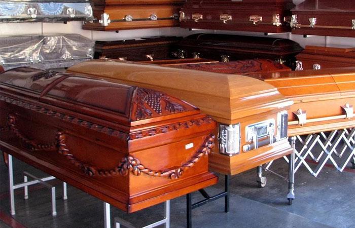Las funerarias estarían engañando a los familiares de los fallecidos. Foto: Pixabay