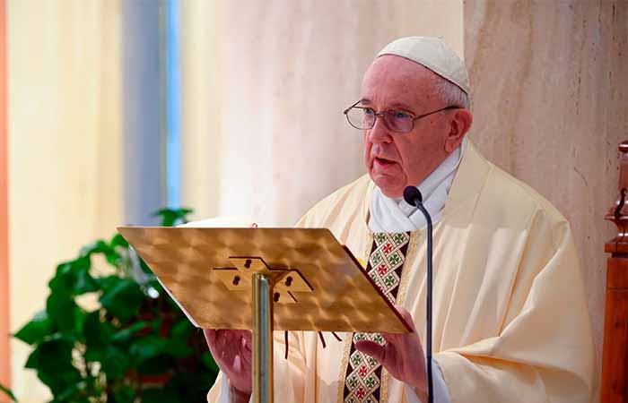 El papa Francisco alabó la labor de la educación en estos momentos. Foto: EFE