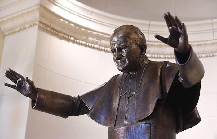 Estatua de Juan Pablo II (1920-2005). (). Foto: EFE