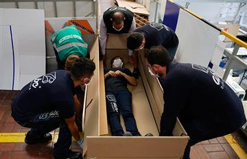 Empresa colombiana fabrica camas de hospital que se vuelven ataúdes
