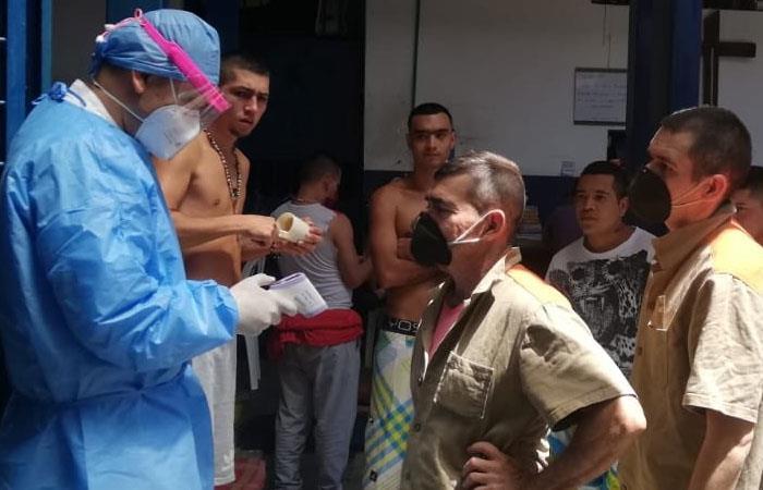Reclusos en la cárcel de Anserma (Caldas) se encuentran en observación continua. Foto: Twitter