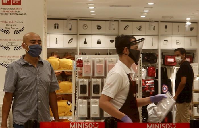 En Medellín ya abrieron algunos centros comerciales como prueba para el resto del país. (). Foto: EFE