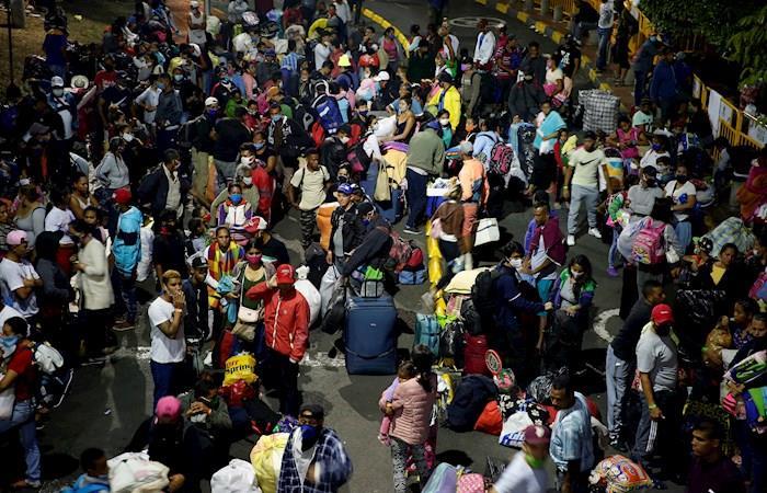 Miles de ciudadanos venezolanos han regresado a su país durante la pandemia de COVID-19. (). Foto: EFE