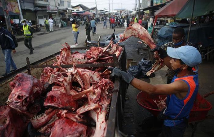 Solo en la plaza de mercado hubo 70 contagios este martes. Foto: EFE