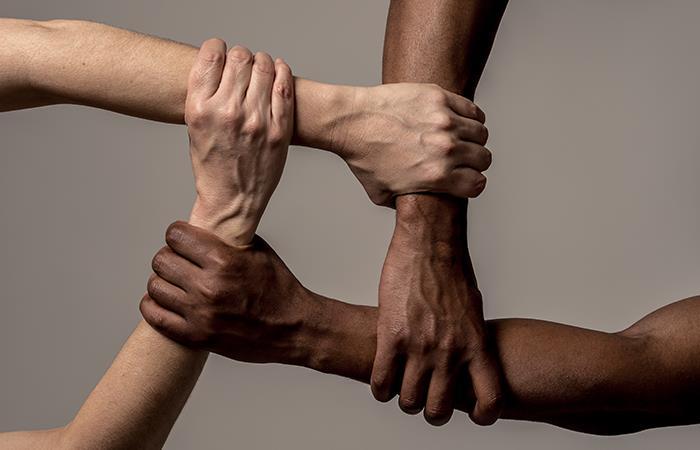 Empresas de moda apoyan los movimientos interraciales en Estados Unidos. Foto: Shutterstock