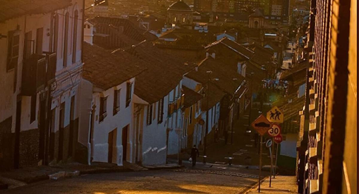 Los paseos en el barrio La Candelaria son los favoritos de los extranjeros Foto: @Bogotaeiou TW. Foto: Twitter
