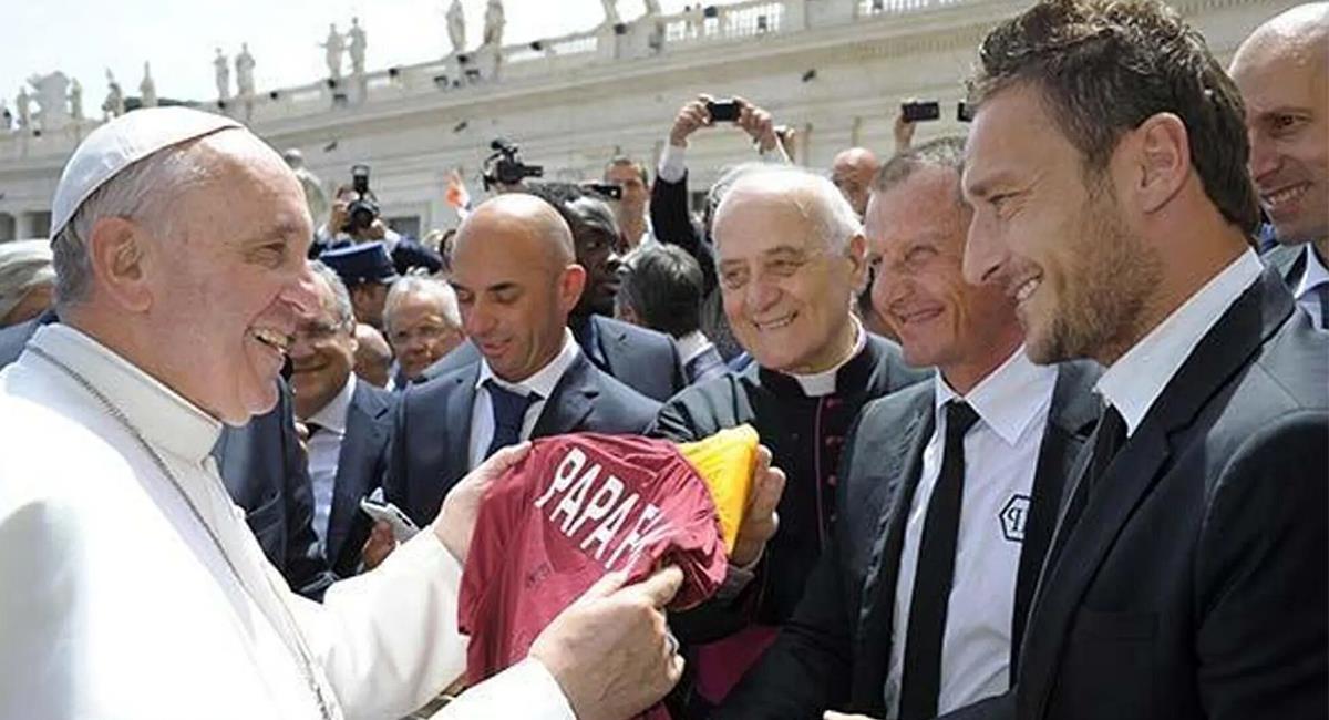 El papa Francisco es un fiel amante del fútbol y los deportes. Foto: Twitter