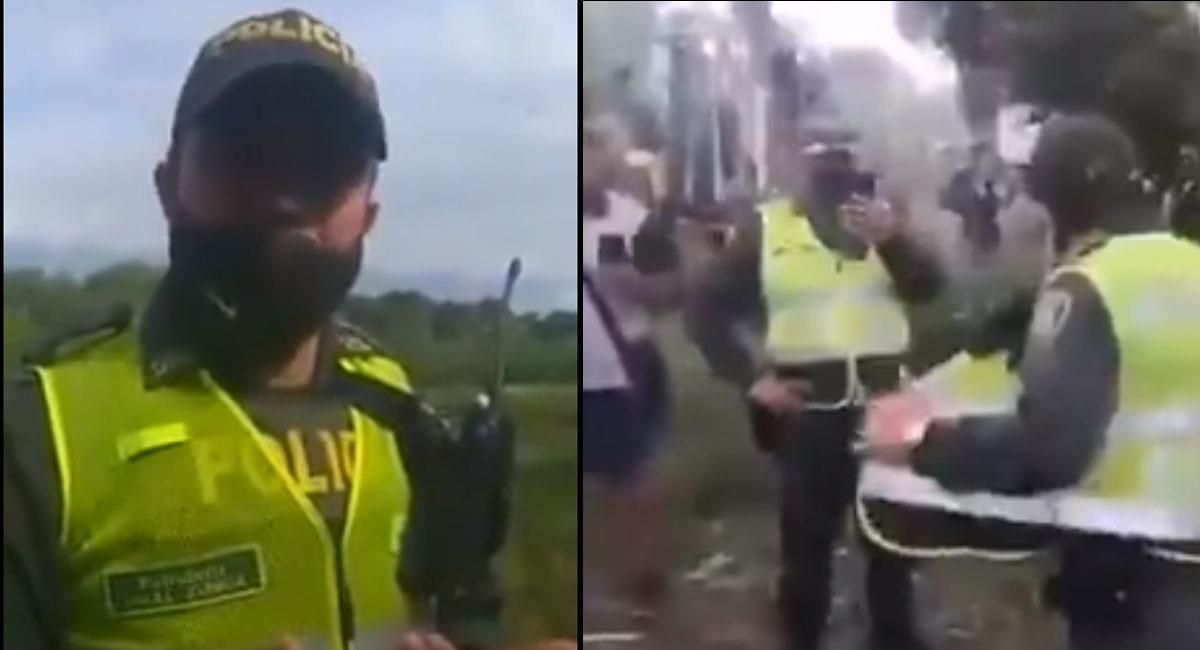 El policía entregó su arma y radio antes de abandonar el lugar. Foto: Twitter