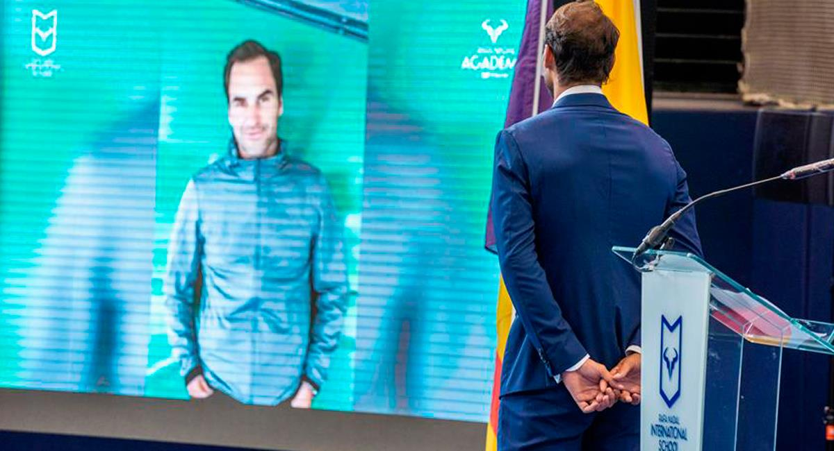 Roger Federer enviando un mensaje virtual en una presentación de Rafael Nadal. Foto: EFE