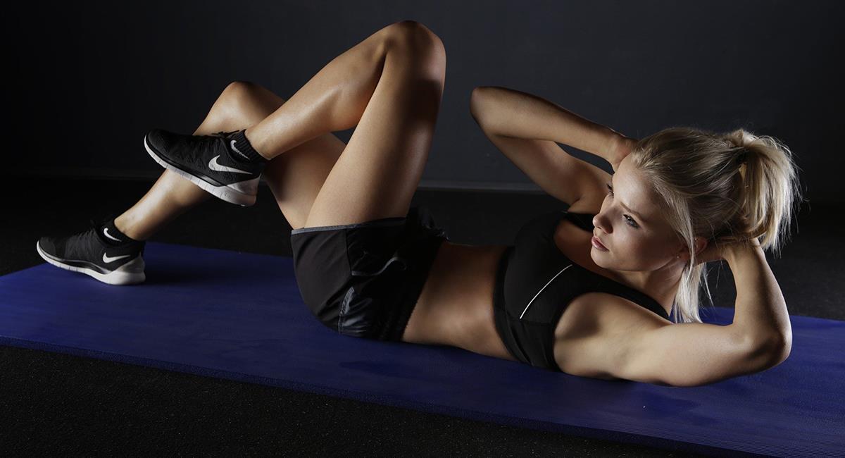 Haz esta rutina de ejercicio para marcar tu abdomen. Foto: Pixabay