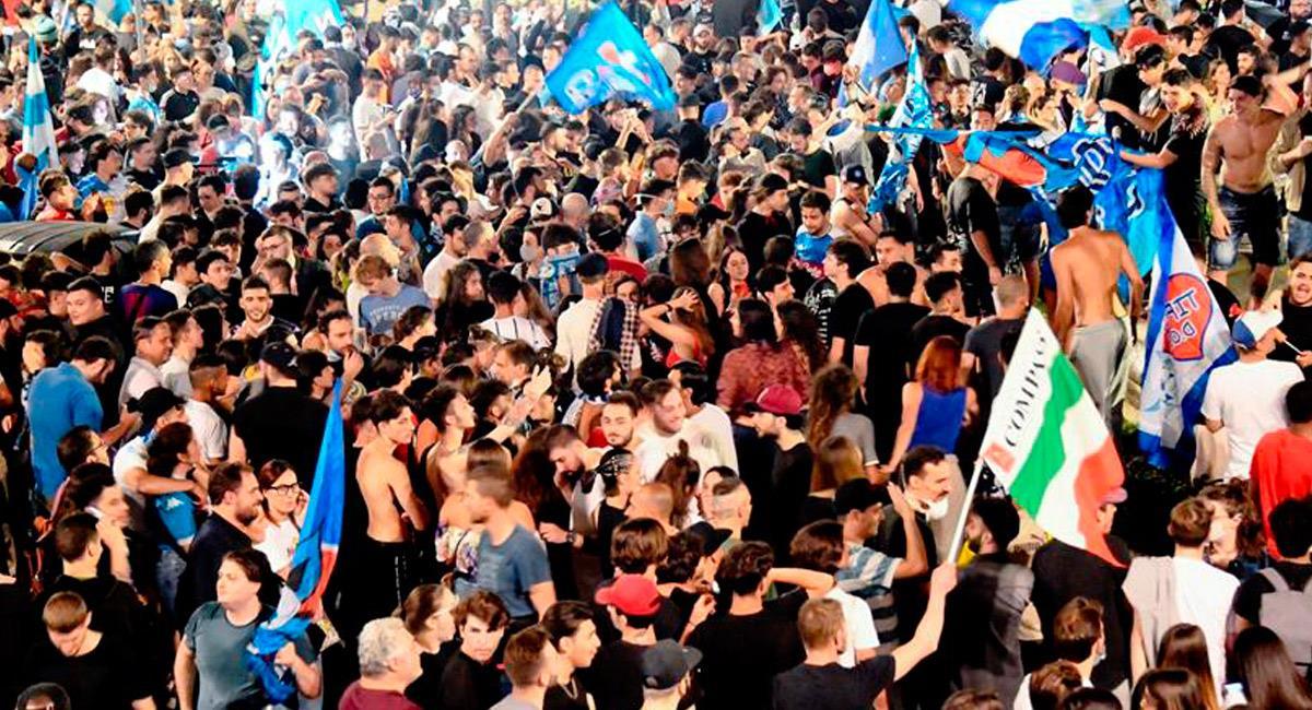 Así celebraron los hinchas de Nápoles en medio de la pandemia. Foto: EFE
