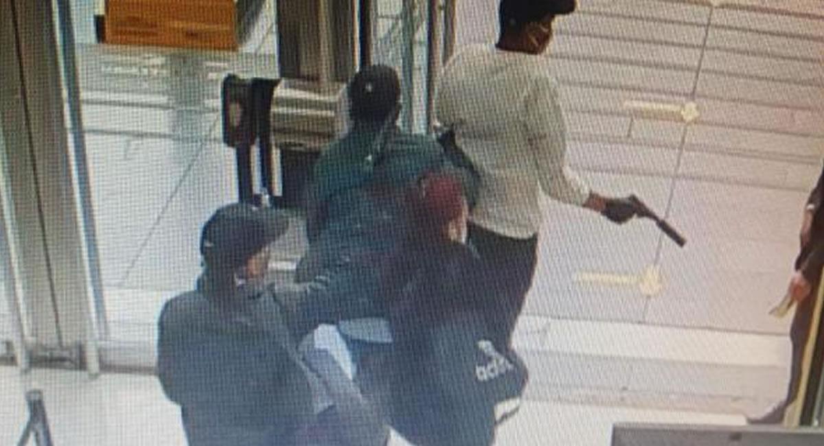 Se desconoce cuántos minutos duró el robo, sin embargo fue perpetrado por 5 personas. Foto: Twitter