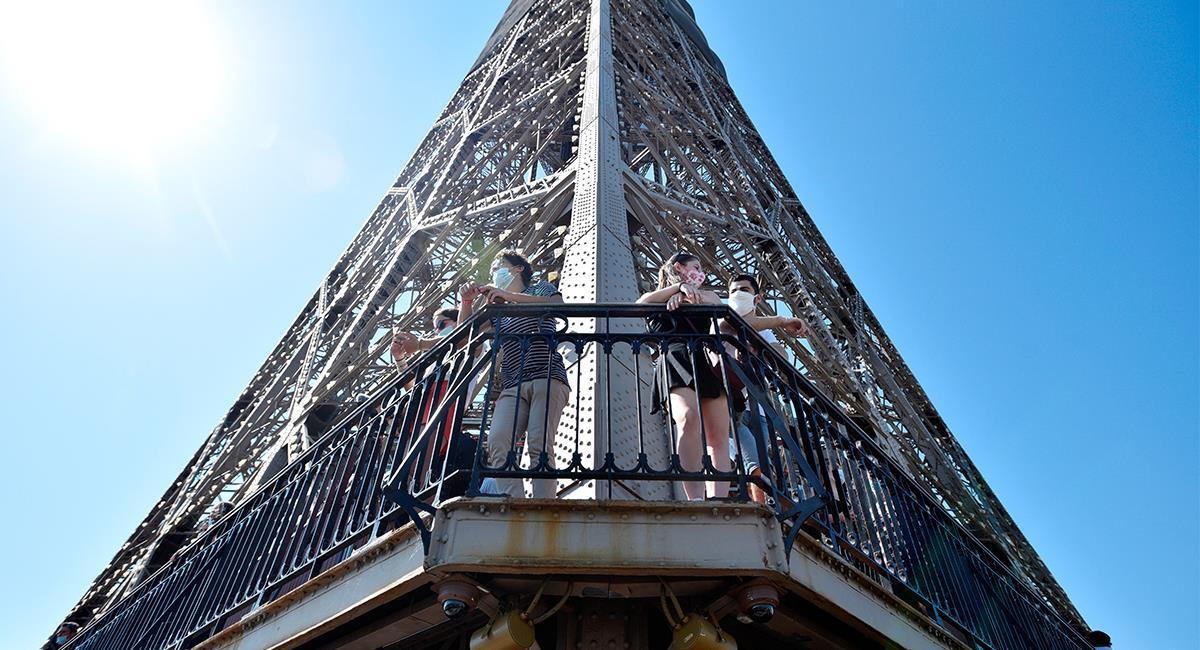 La Torre Eiffel tuvo que cerrar sus puertas debido a la pandemia del coronavirus. Foto: EFE