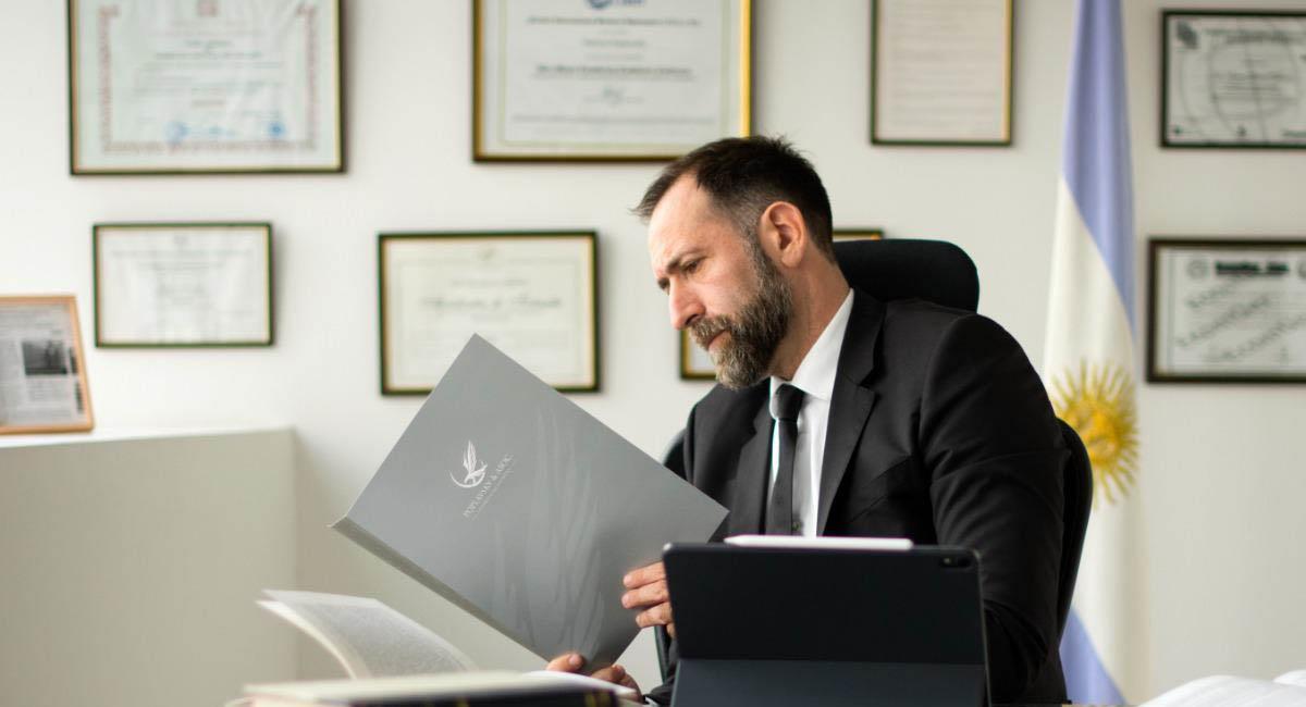 La firma Poplavsky International Law Offices es la encargada de llevar las denuncias. Foto: Cortesía Poplavsky
