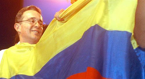 Uribe denunció que 'bots' atacaron sus redes sociales y página web