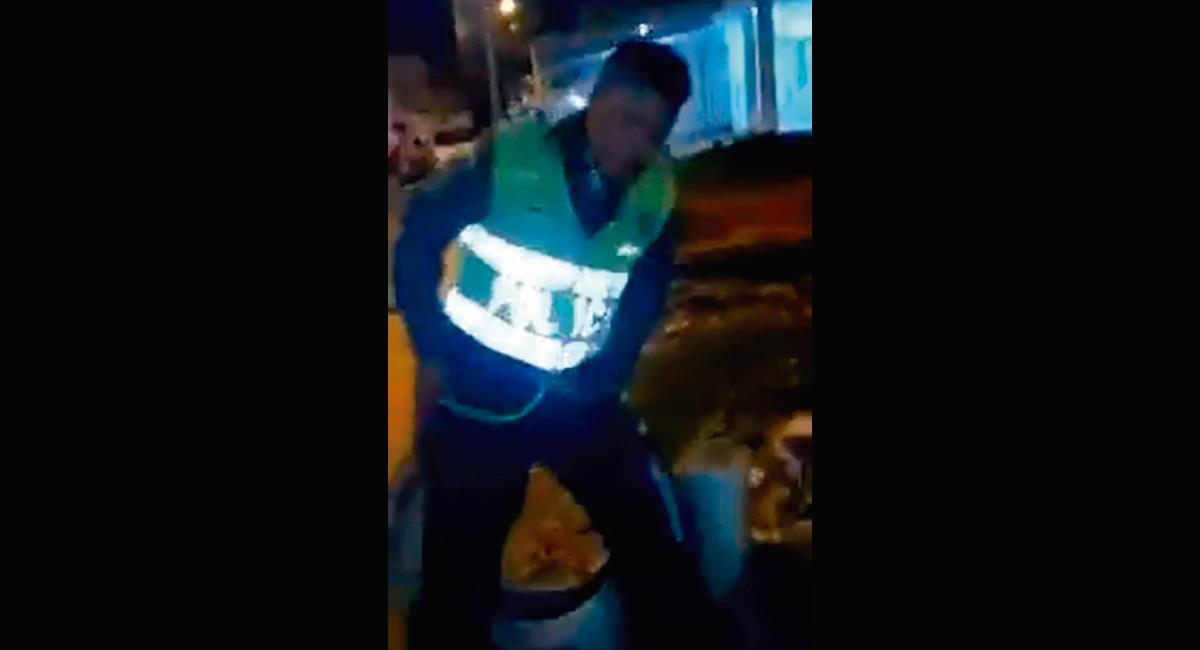 Policías borrachos en Cartagena. Foto: Captura de pantalla