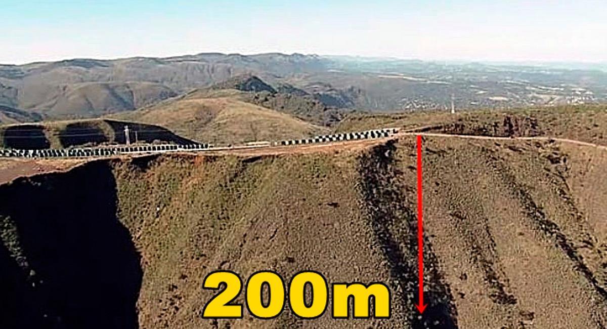 Esa fue la distancia que cayó el carro del jugador brasileño. Foto: Reproducción Internet