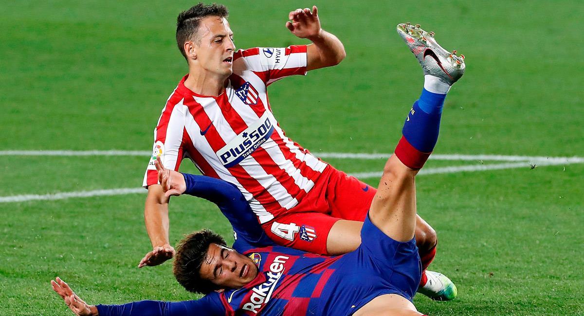 Santiago Arias en el partido ante Barcelona. Foto: EFE