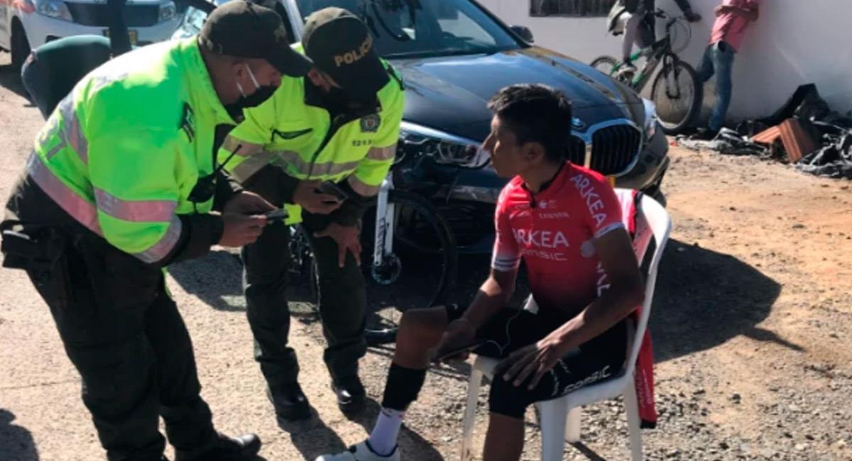 Nairo Quintana es atendido por la policía. Foto: Prensa Alcaldía Motavita