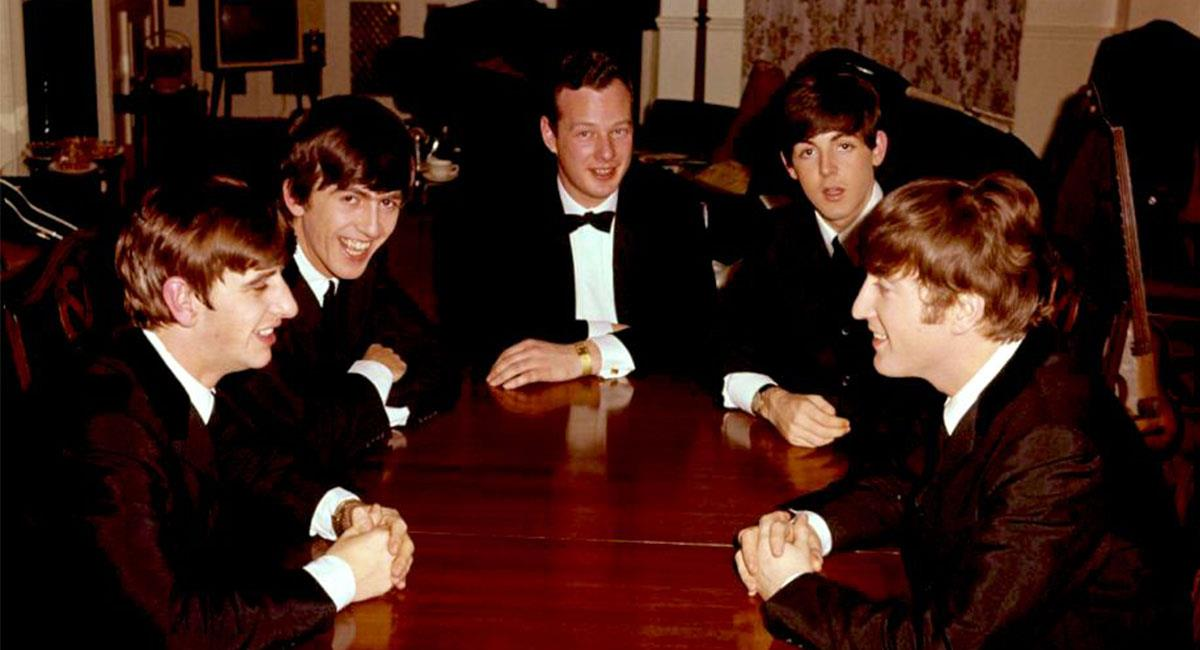 Epstein descubrió a The Beatles en un bar de Liverpool. Foto: Twitter @CDSradioShow
