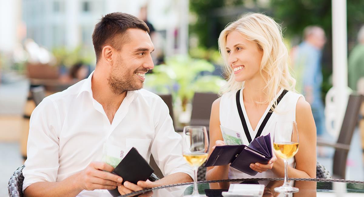 Dilema: ¿Quien paga la cuenta en una cita? ¿El hombre o la mujer?. Foto: Shutterstock