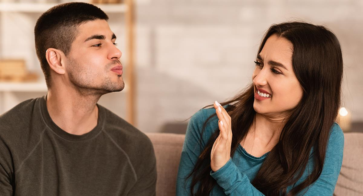 Estos comportamientos indican que esa persona solo te ve como un amigo. Foto: Shutterstock
