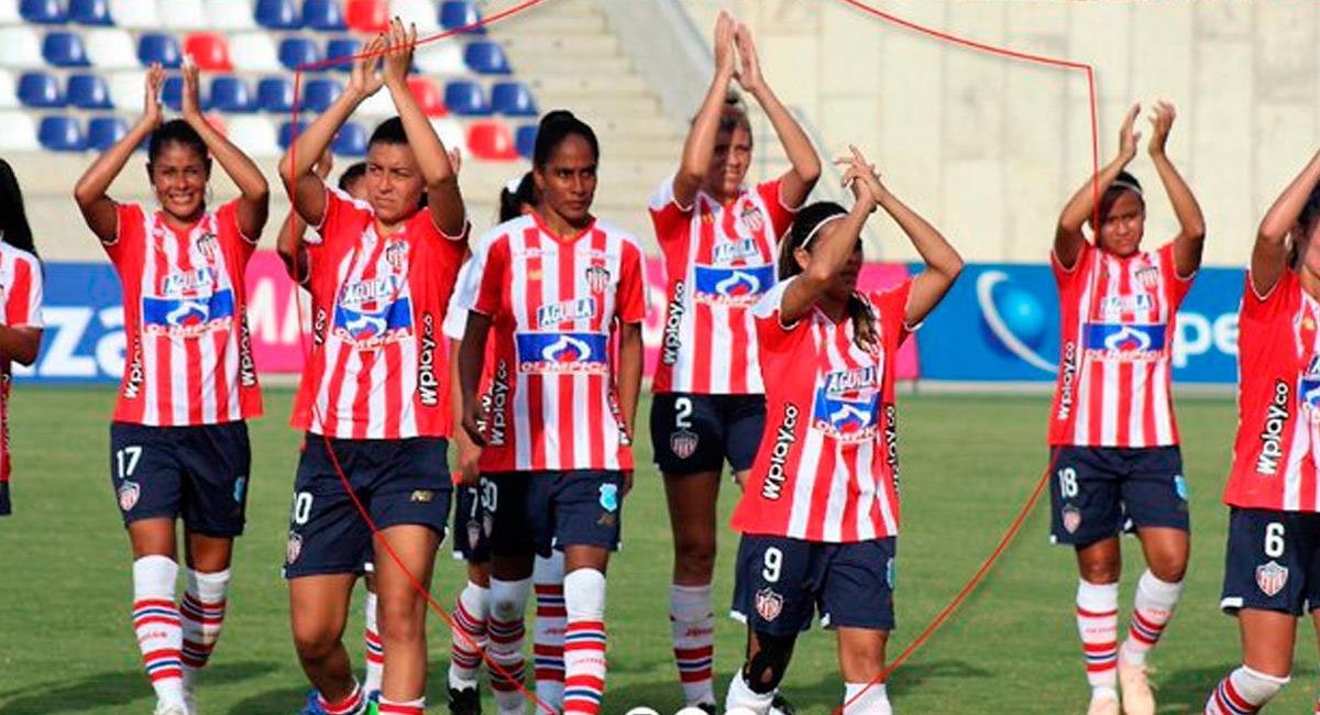 Junior y su equipo femenino. Foto: Prensa @JuniorFemenino