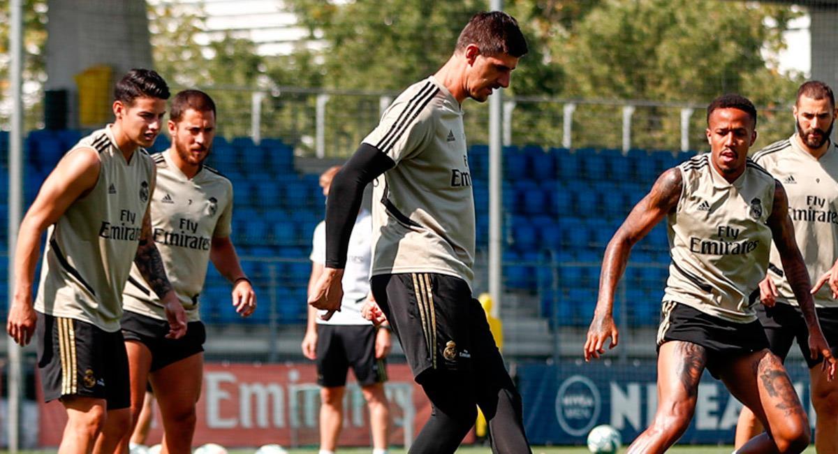 James Rodríguez (I) en entrenamiento con Real Madrid. Foto: Prensa Real Madrid