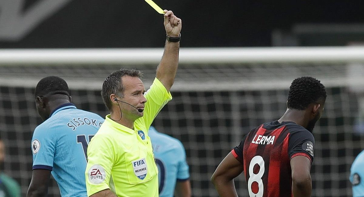 Jefferson Lerma recibe tarjeta amarilla en el partido ante Tottenham. Foto: EFE