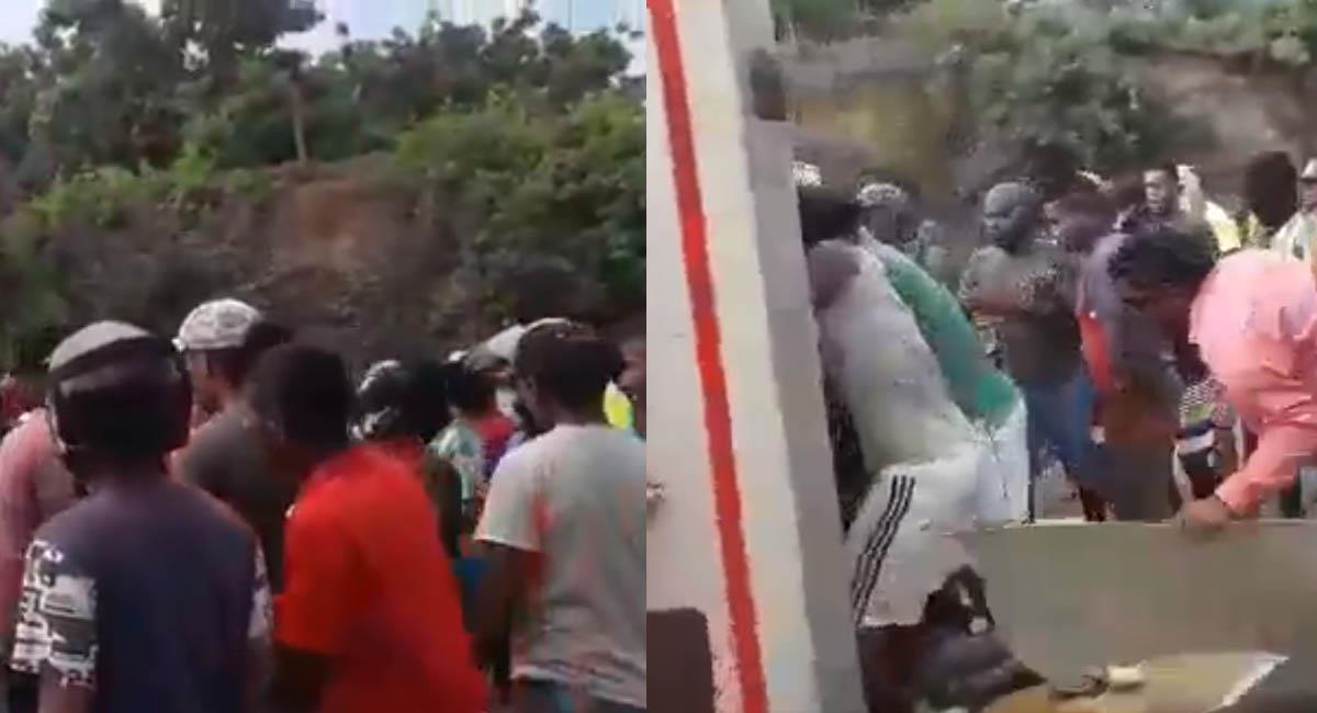 Los ladrones decidieron romper el techo del camión para hacerse con el pescado. Foto: Twitter / Captura video
