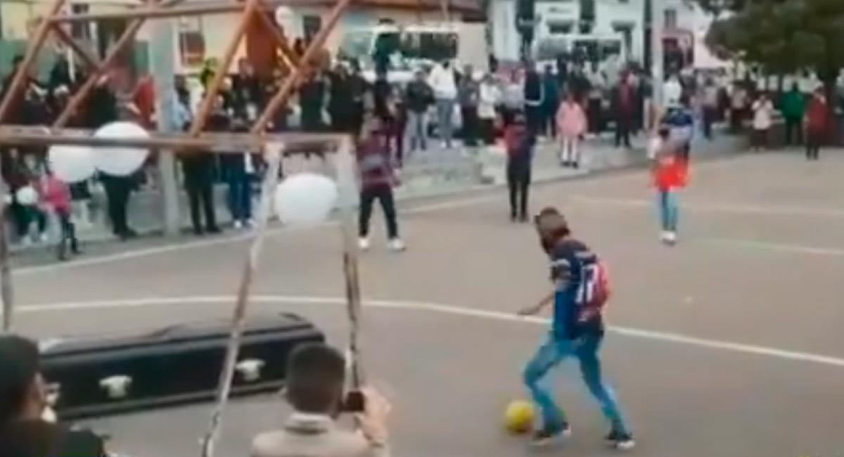 Momento que se vivió en Tunja con un ataúd en un partido de fútbol. Foto: Reproducción Internet