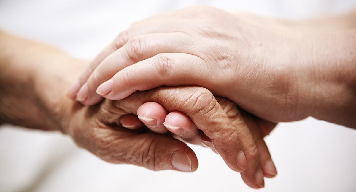 25 horas con un familiar fallecido de COVID-19 en casa. Foto: Shutterstock