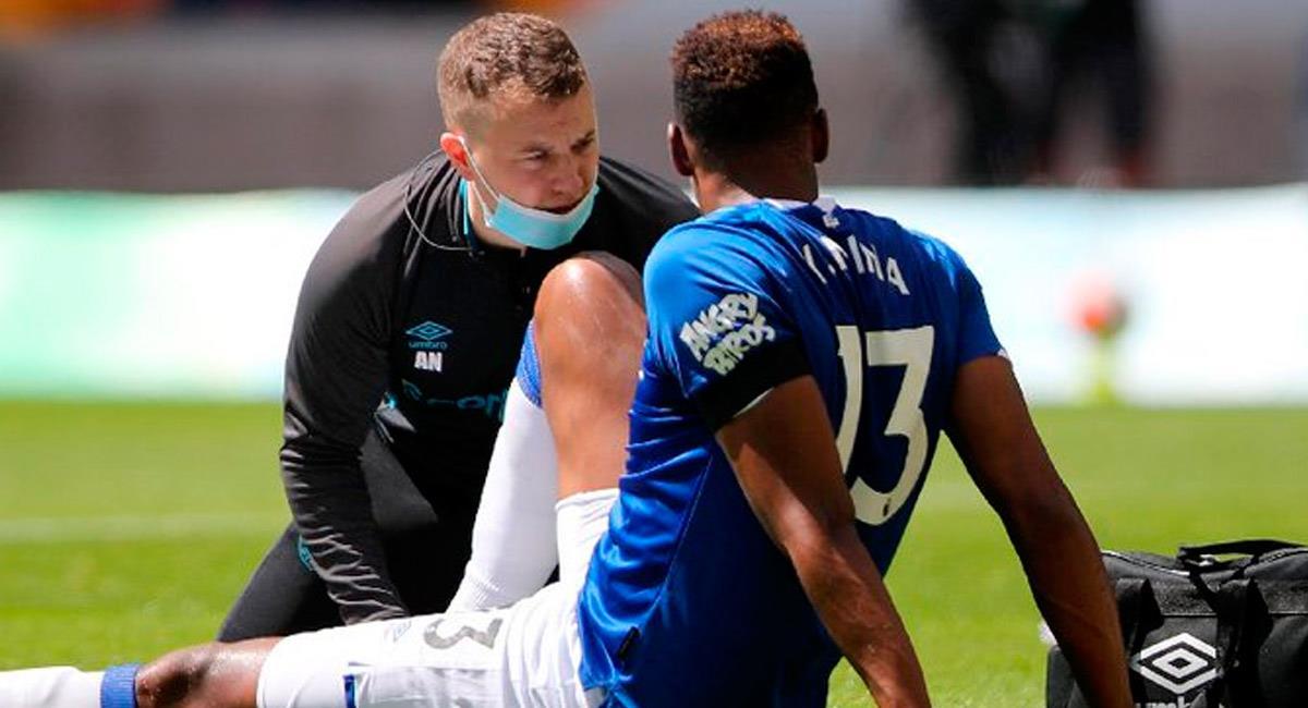 Yerry Mina sale lesionado ante Wolverhampton. Foto: Prensa Everton