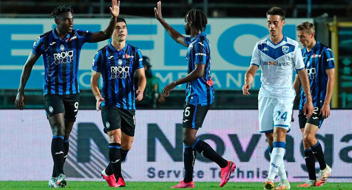 Duván Zapata celebra con su equipo la victoria ante Brescia. Foto: EFE