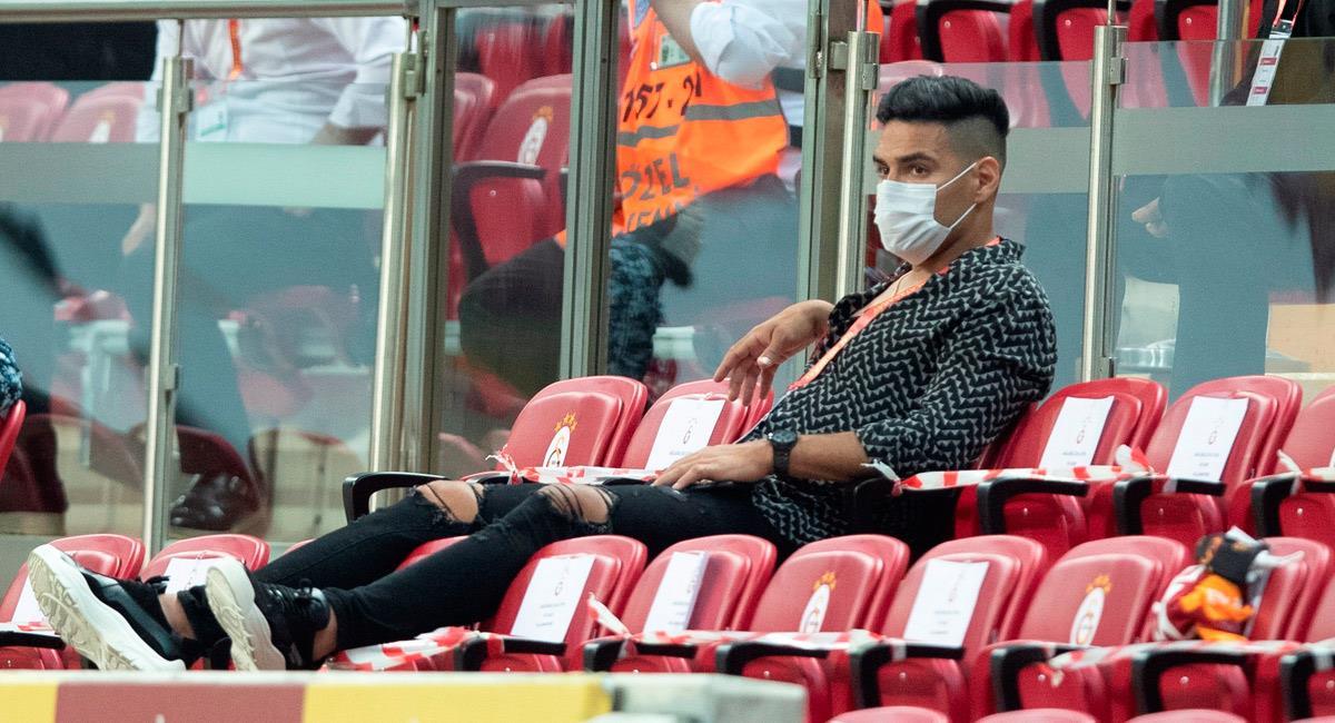 Falcao García, viendo el partido desde la tribuna. Foto: EFE
