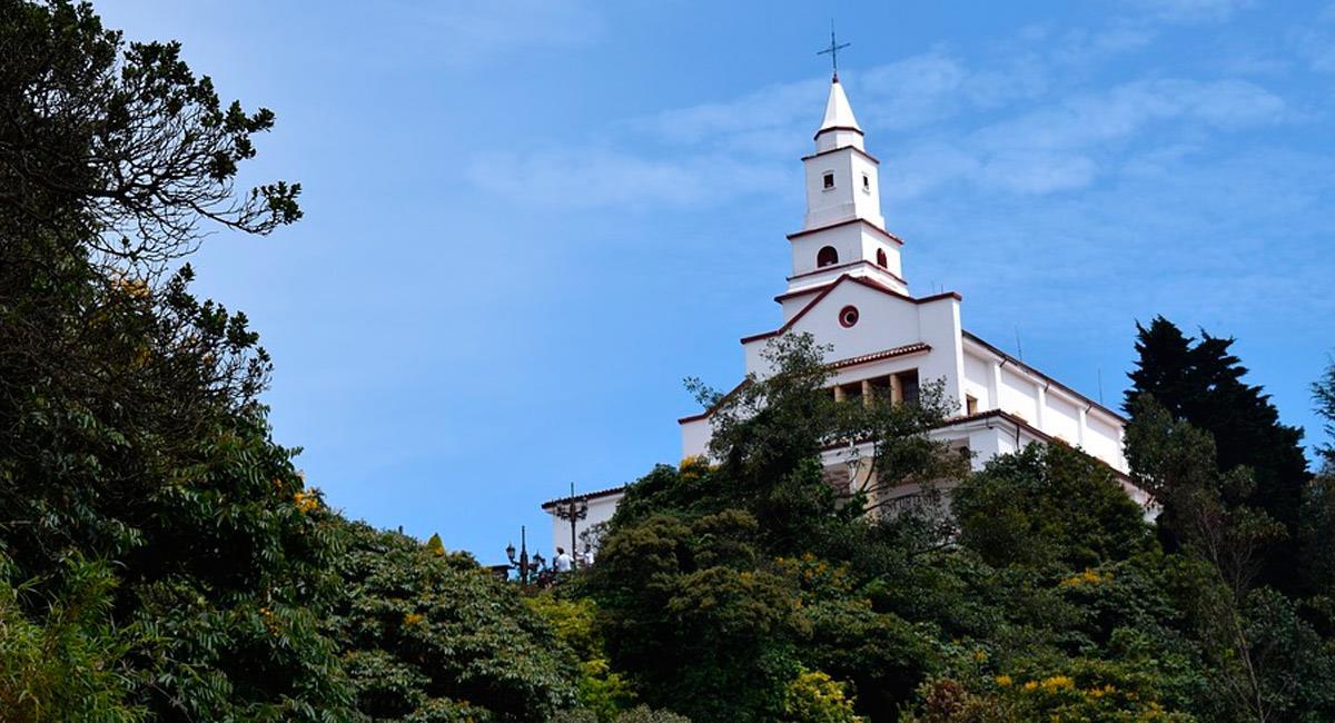 Monserrate es uno de los sitios turísticos en Bogotá más visitados. Foto: Pixabay