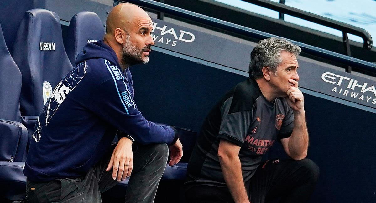 Pep Guardiola junto a su asistente técnico en Manchester City. Foto: EFE
