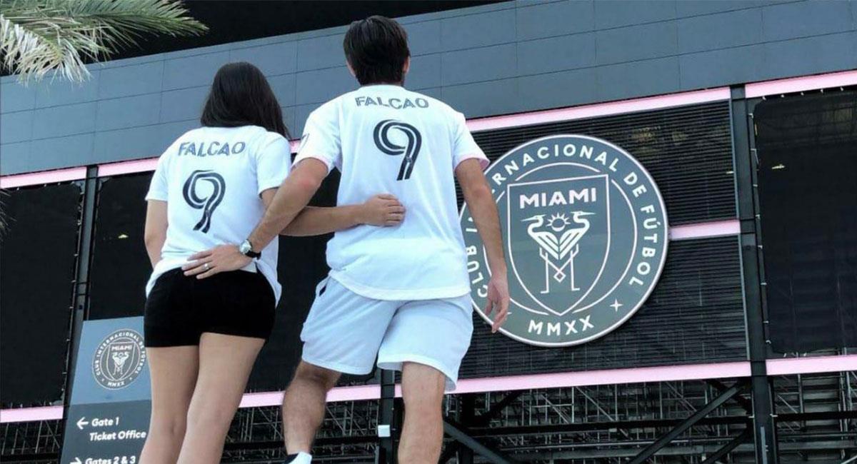 Varios fanáticos lucieron el número y el nombre de Falcao en la camiseta de Inter Miami. Foto: Twitter @miamifutbolmls