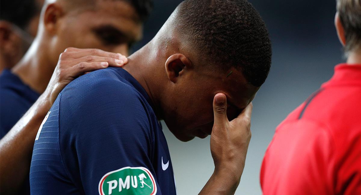Kylian Mbappé sufrió un esguince en su tobillo derecho. Foto: EFE