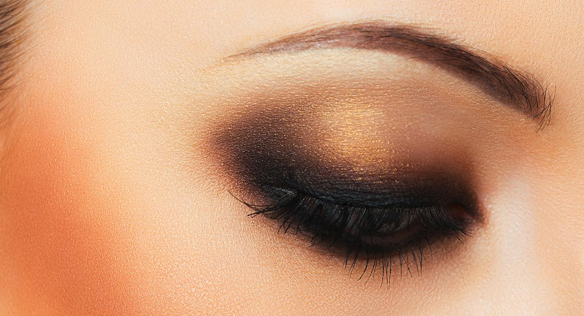 Paso a paso para lograr unos hermosos ojos ahumados. Foto: Shutterstock