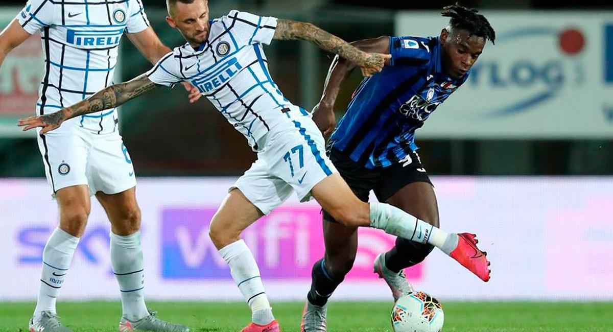 Duván Zapata en el partido ante Inter de Milán. Foto: EFE