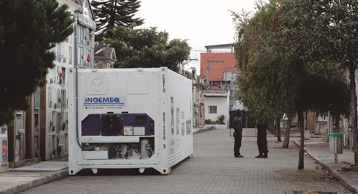Contenedores refrigerados para cuerpos. Foto: EFE