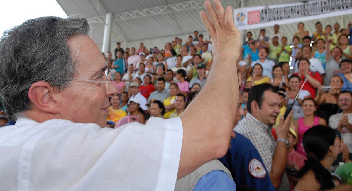 Álvaro Uribe, presidente de Colombia de 2002-2010. Foto: Twitter / @PaolaHolguin
