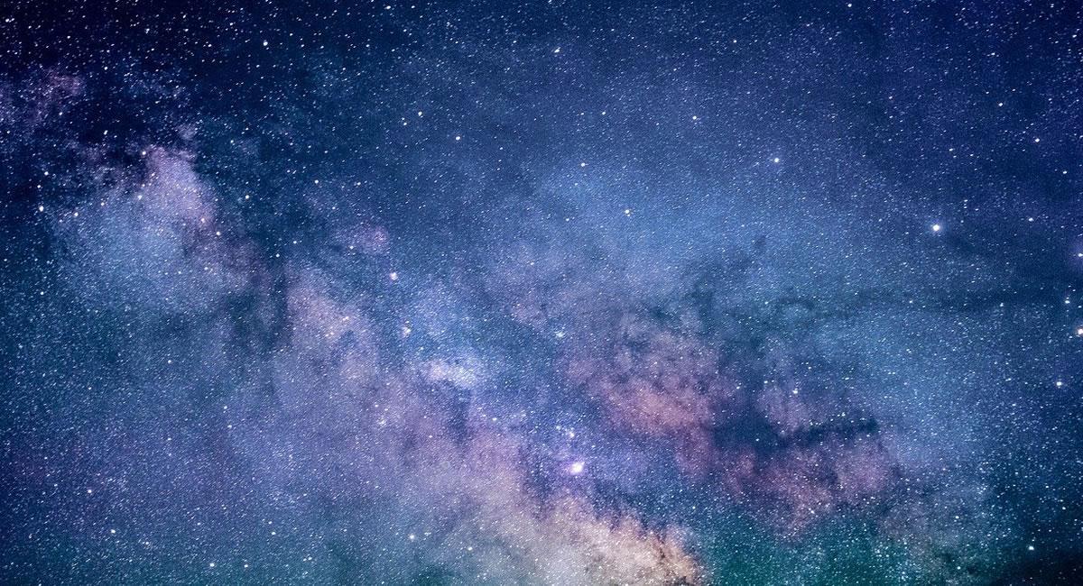 Entre las constelaciones de estrellas, estaba 'escondida' la burbuja de gas NGC 2899. Foto: Pixabay