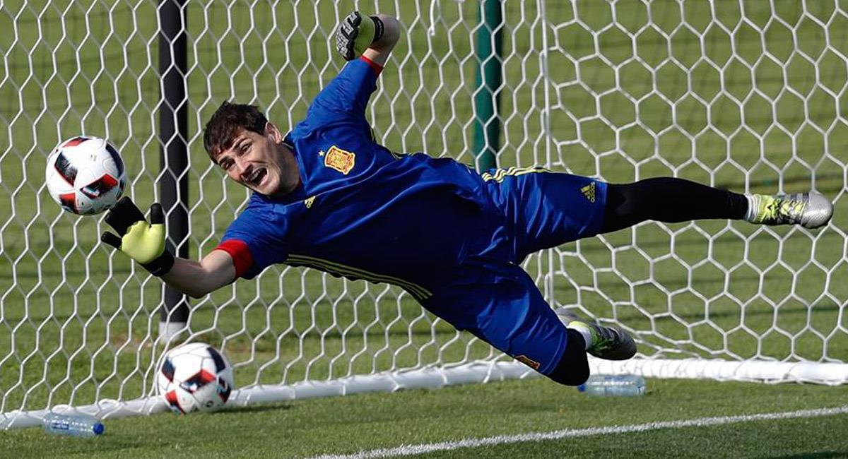 Ikver Casillas se despide del fútbol. Foto: EFE