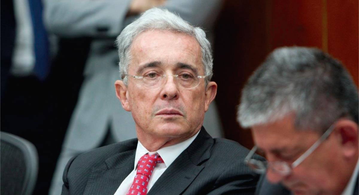 Álvaro Uribe será cobijado con detención domiciliaria. Foto: Twitter @descifraguerra